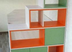 Стеллаж для игрушек и книг в детской