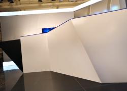 Белый камень полупрозрачный. Когда будет встроены диоды - будет красивая подсветка