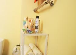 Стеллаж для ванной со стеклянными полочками
