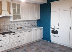 Кухня классического стиля в белом цвете. Фасады МДФ в пленке ПВХ
