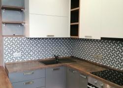 Кухня с серыми и белыми фасадами, Ижевск