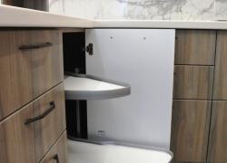 Магический угол - когда удобно доставать все в угловом кухонном шкафу
