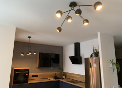 Кухонный гарнитур с благородным глубоким цветом фасадов