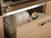 Удобный ящик для хранения посуды