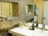 встроенная столешница из искусственного камня в ванной