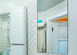 Шкафчик в ванную с зеркальной дверцей