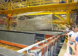 На данном этапе запущено производство по анодированию профилей. Всего на заводе 38 ванн анодирования