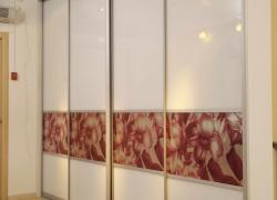 Фасады: окрашенное стекло со вставками с полноцветной печатью