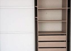 Оптимальное количество выдвижных ящиков в шкафу купе - 3 штуки