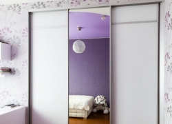Встроенный шкаф-купе, окрашенное матовое стекло