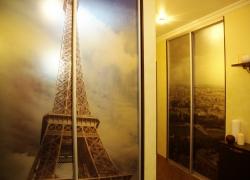 Фото Эйфелевой башни и парижской панорамы сделано хозяином дома
