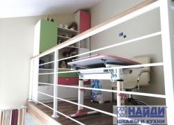 Стеллаж на 2 этаже в детской
