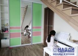 Фасады шкафа с окрашенным стеклом
