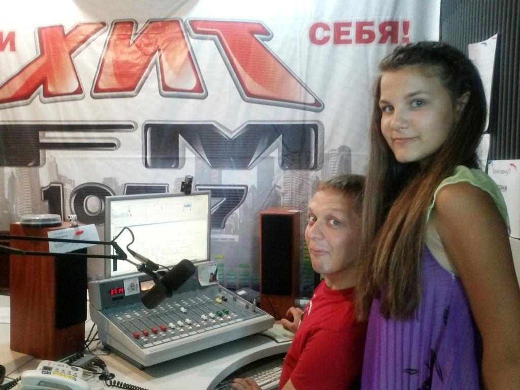 Участник конкурса «Матрас на прокачку» Шашева Елизавета и ведущий радио «ХИТ ФМ» Белоусов Денис