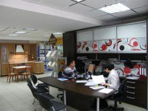 В мае 1997 г. открылся салон отделочных материалов «ОСМО» в ЦУМе