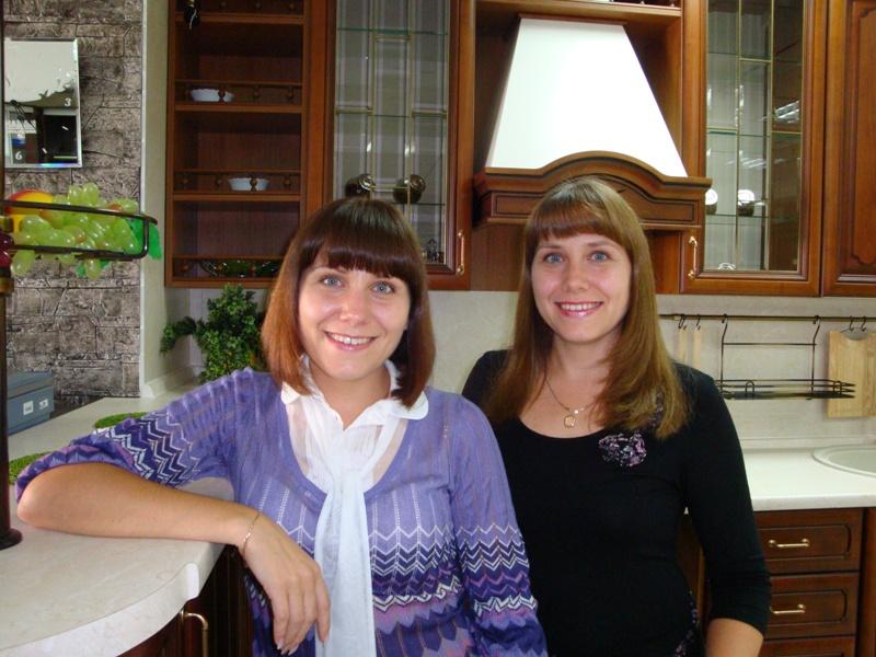 Творцы дизайн-проектов, близнецы Надежда и Любовь работают в одной компании Найди мебель