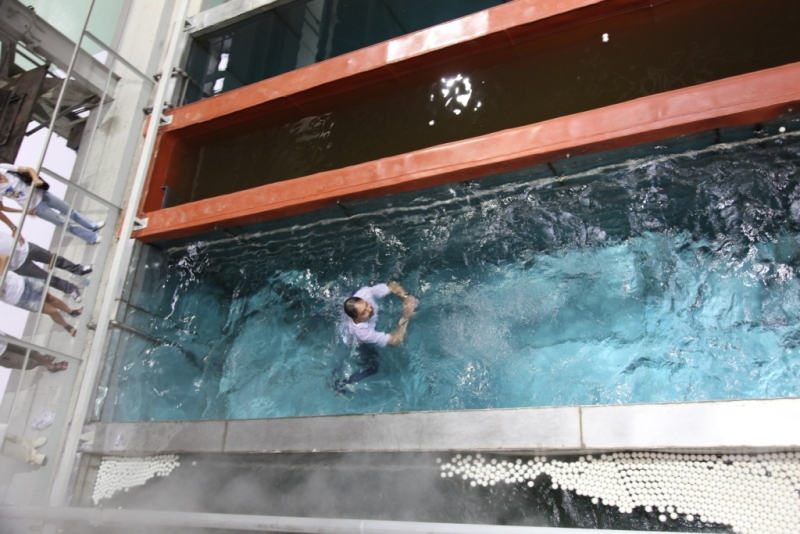 Найдин И.Я. удивил гостей мероприятия – нырнул в одну из ванн прямо в одежде. Завод открыт!