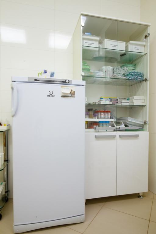 Шкаф для инструментов. Нижние дверцы шкафа – эмаль глянец